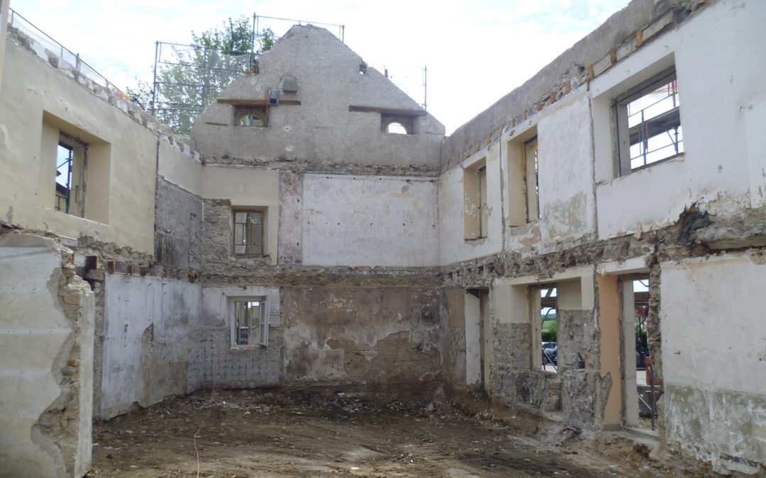Démolition partielle d'un immeuble à Longirod